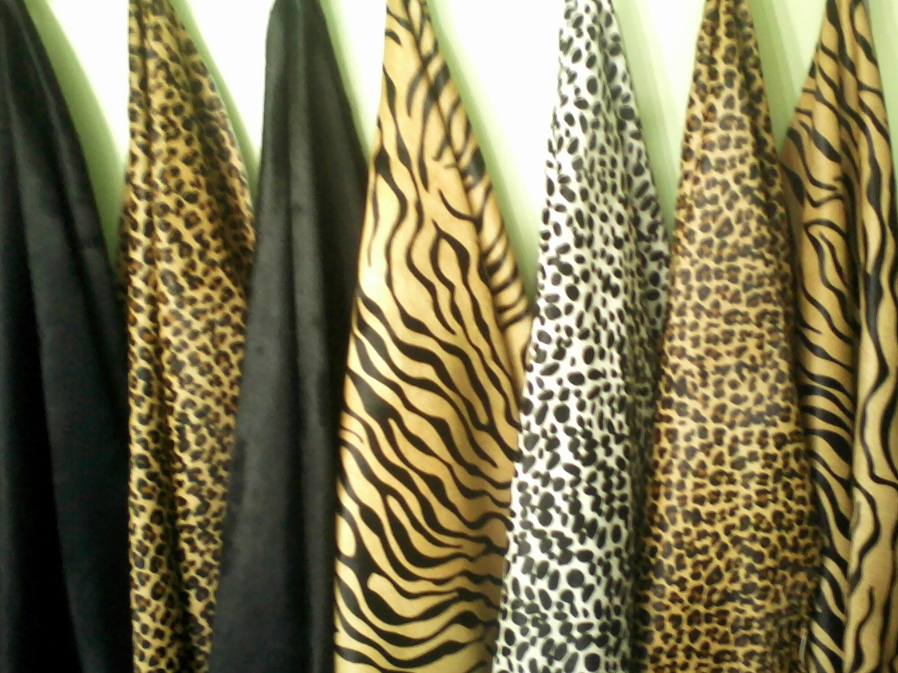 Tela animal print real textil for Telas para visillos de salon